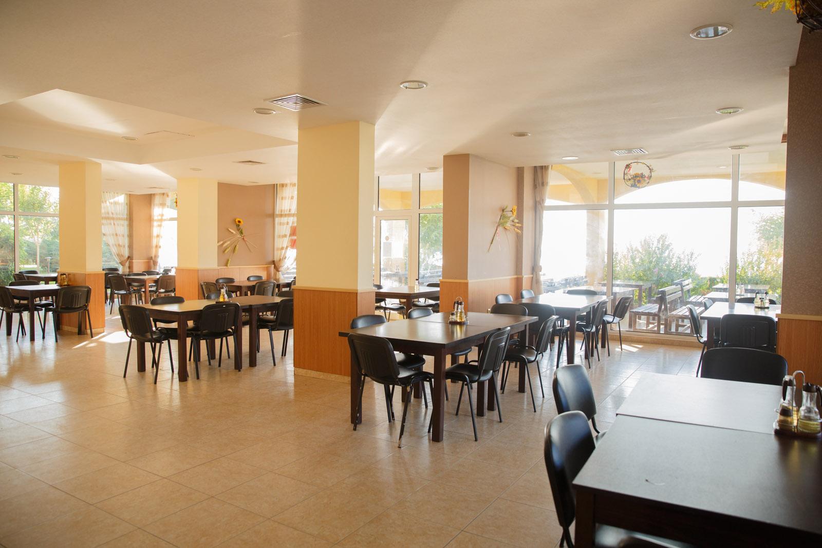 Харчування. Ресторан. Англомовний табір в Болгарії (Ахелой)