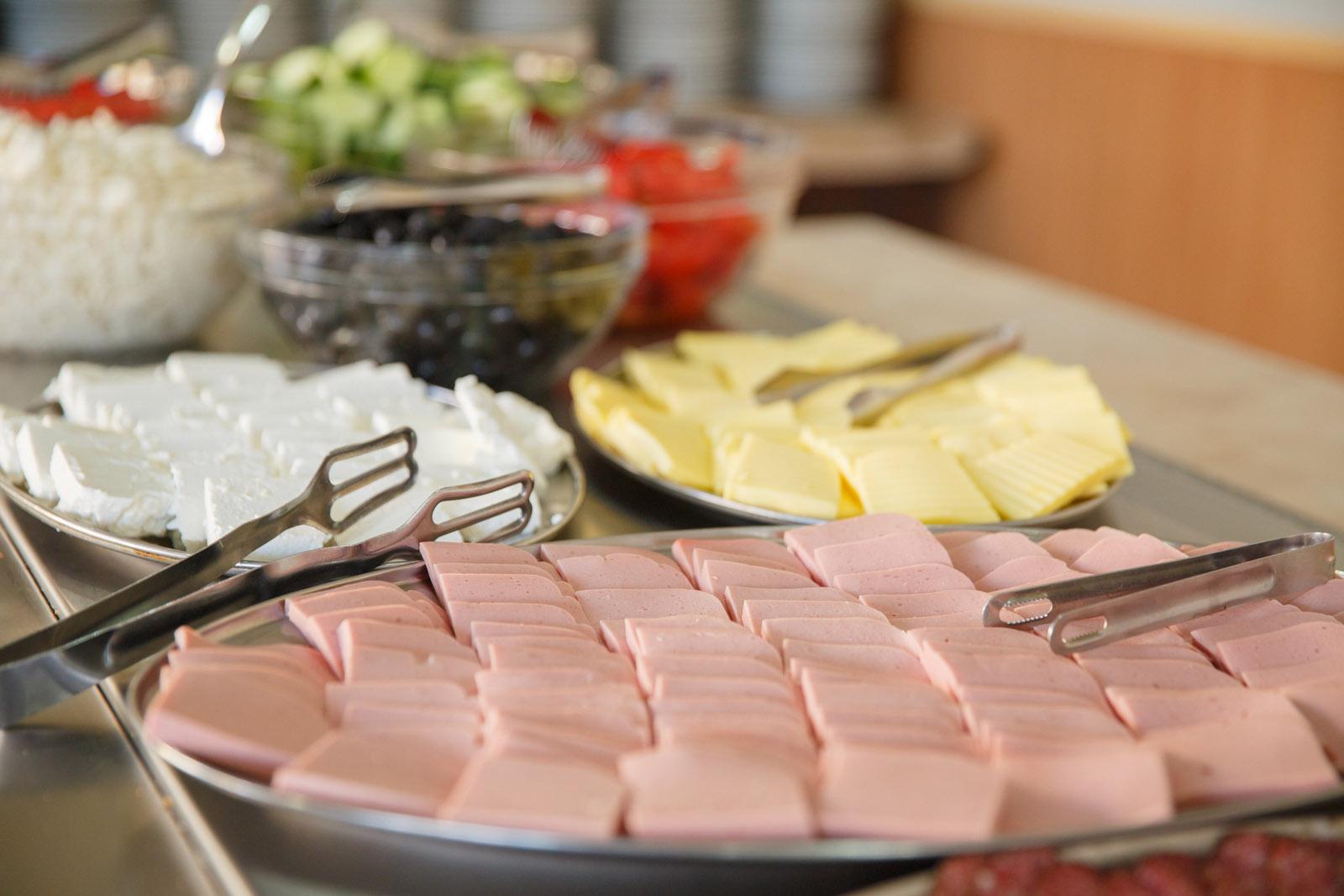 Харчування. Шведський стіл. Мовний табір в Болгарії (Ахелой)