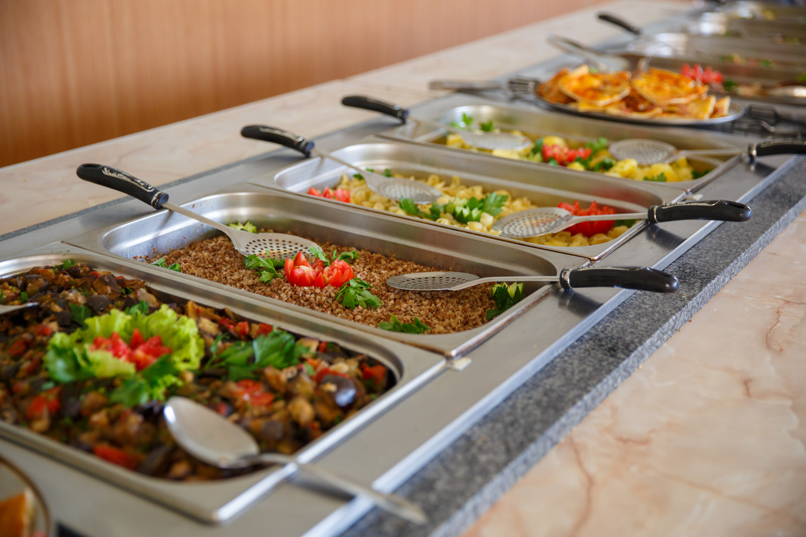 Харчування. Шведський стіл. Дитячий табір в Болгарії (Ахелой)